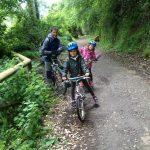 Senda del Oso con niños en bicicleta. © Patricia Fernández