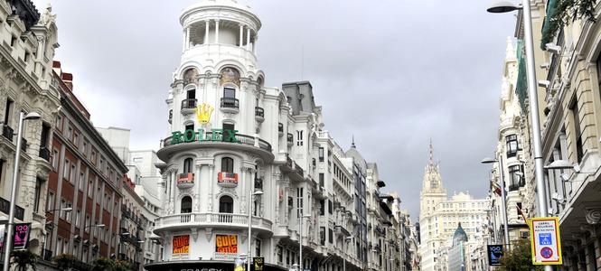 Un paseo por la Gran Vía de Madrid con los niños. La villa que quiso ser capital