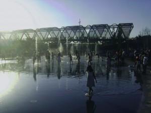 Los chorros de agua del Madrid río.