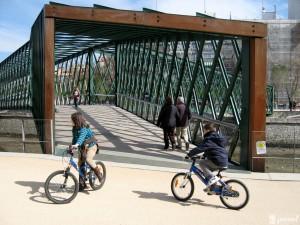 Una de las pasarelas de Madrid río