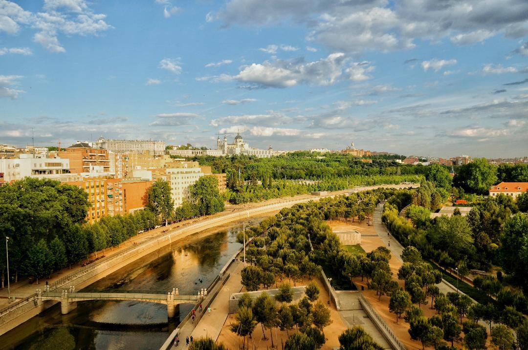 Vista del río Manzanares y el paseo Madrid rio a la altura de príncipe Pío. @José Ramón Aguirre