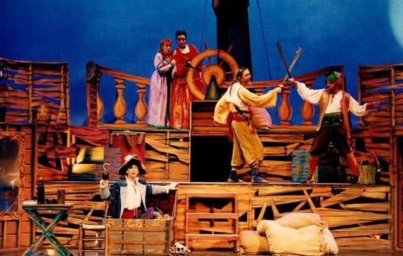 Piratas a babor. Aventuras, risas y amor sobre el escenario