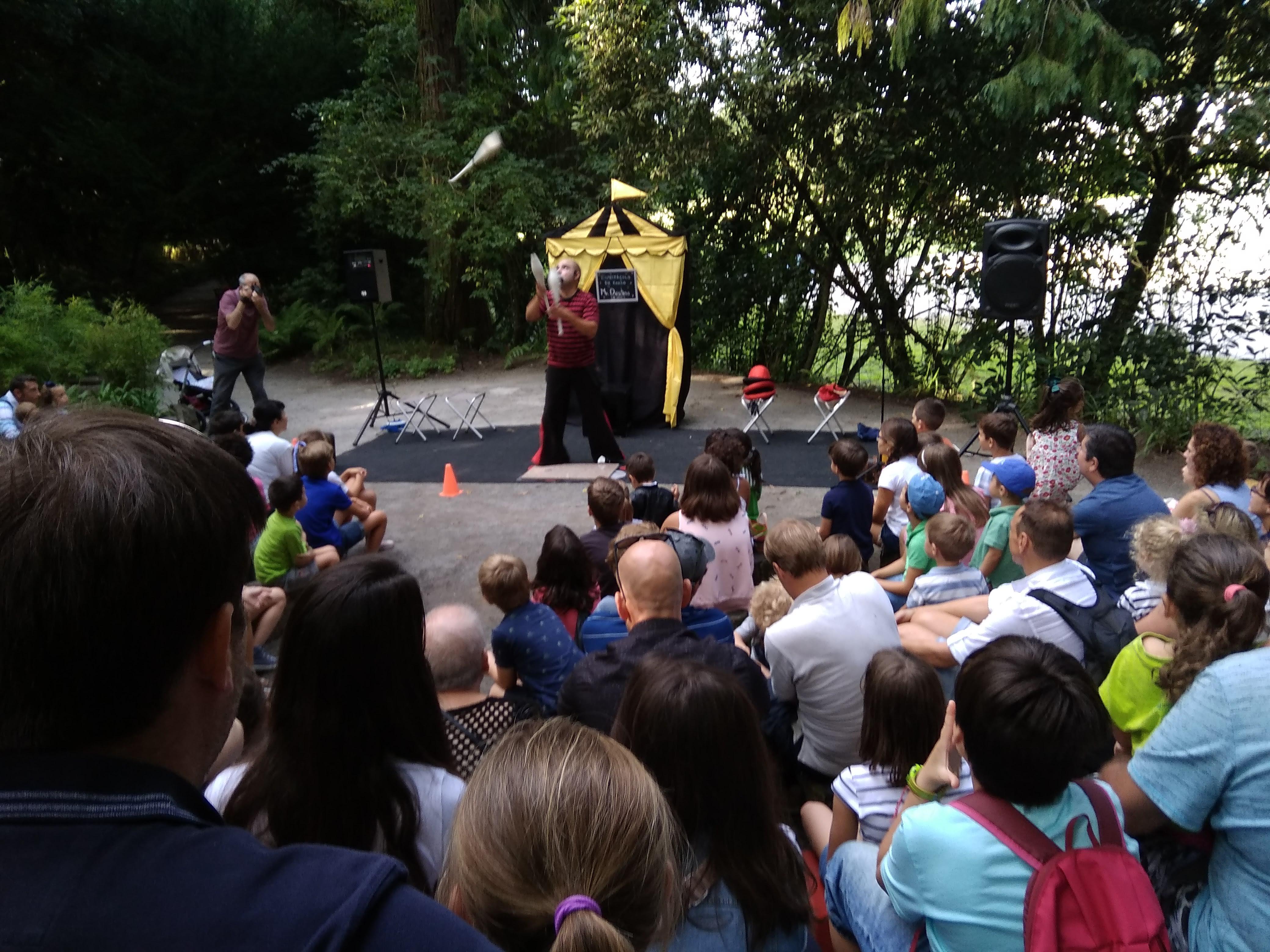 Espectáculo de circo en el jardín de los niños. @Patricia Fernández