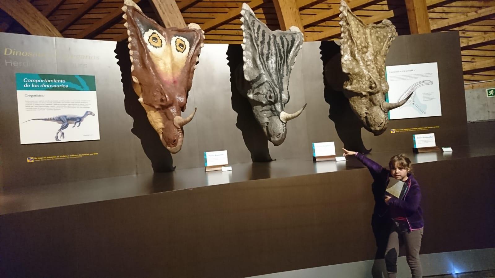 Posibles colores de los dinosaurios del MUJA. ©J.R.Aguirre
