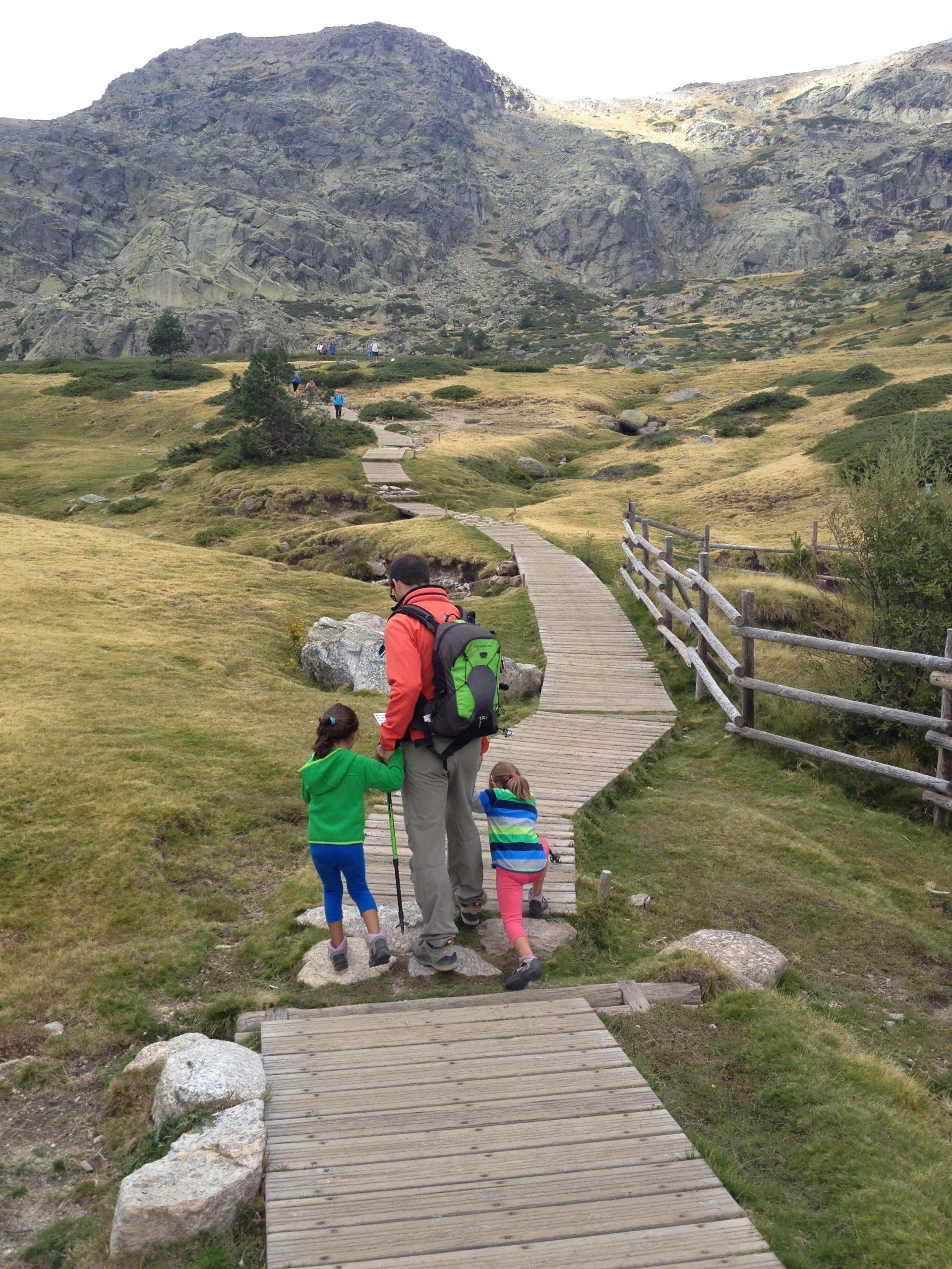 Ruta a la Laguna Grande de Peñalara con niños ® J.R. Aguirre